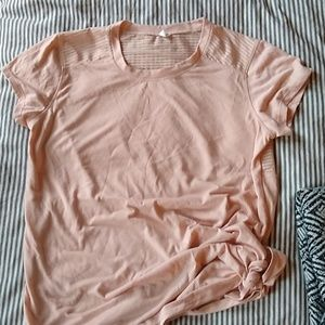 Old Navy active rose tee with side knot